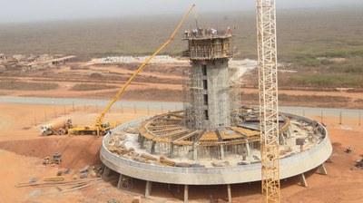 Wieża kontroli lotów na terenie Międzynarodowego Portu Lotniczego w Dakarze, Senegal