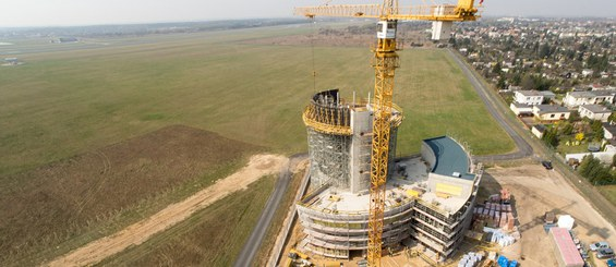 Wieża kontroli lotów na lotnisku w Poznaniu, Polska