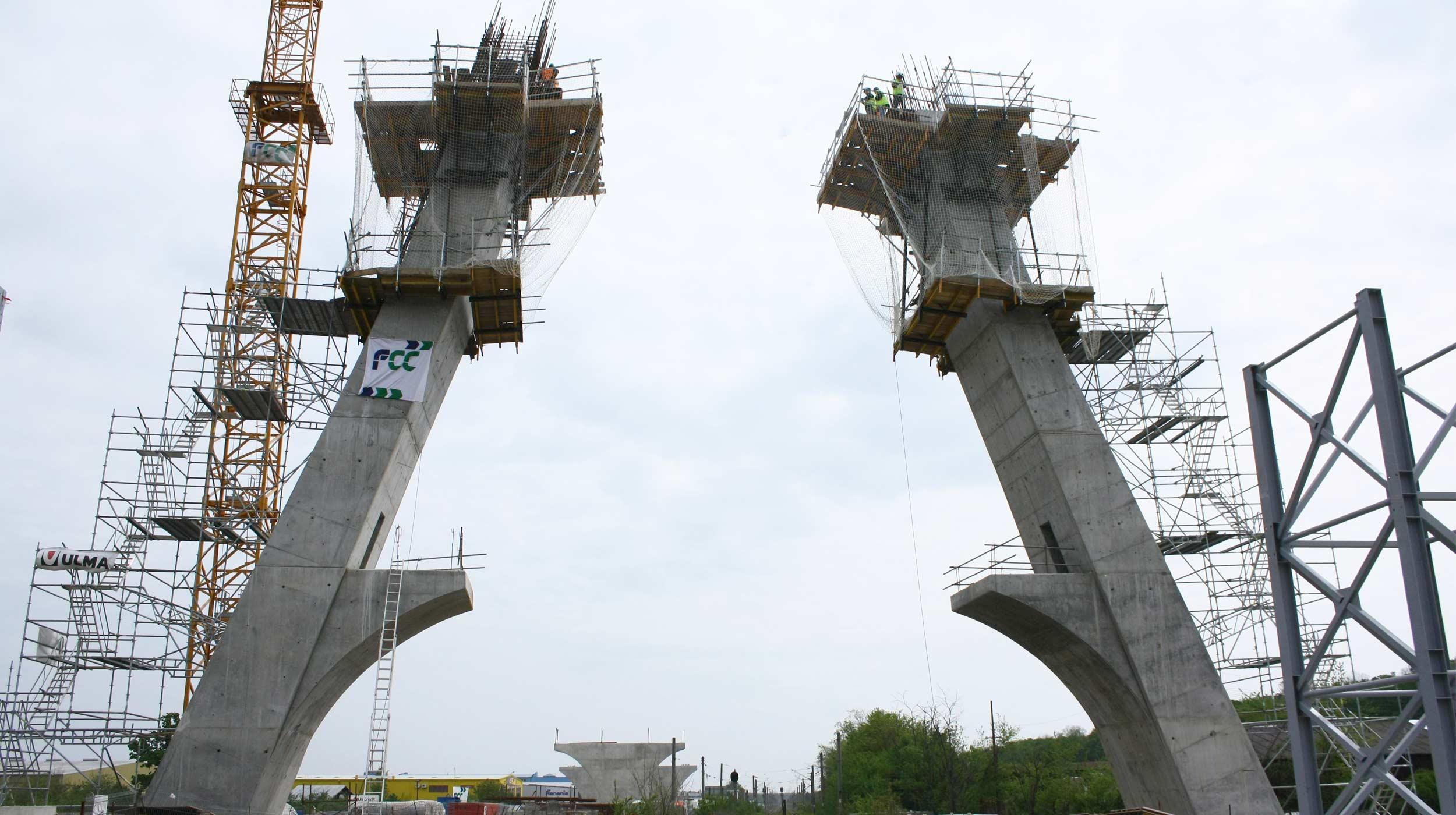 Wiadukt oparty na pylonie wykonano w ciągu obwodnicy Bukaresztu w miejscowości Otopeni.