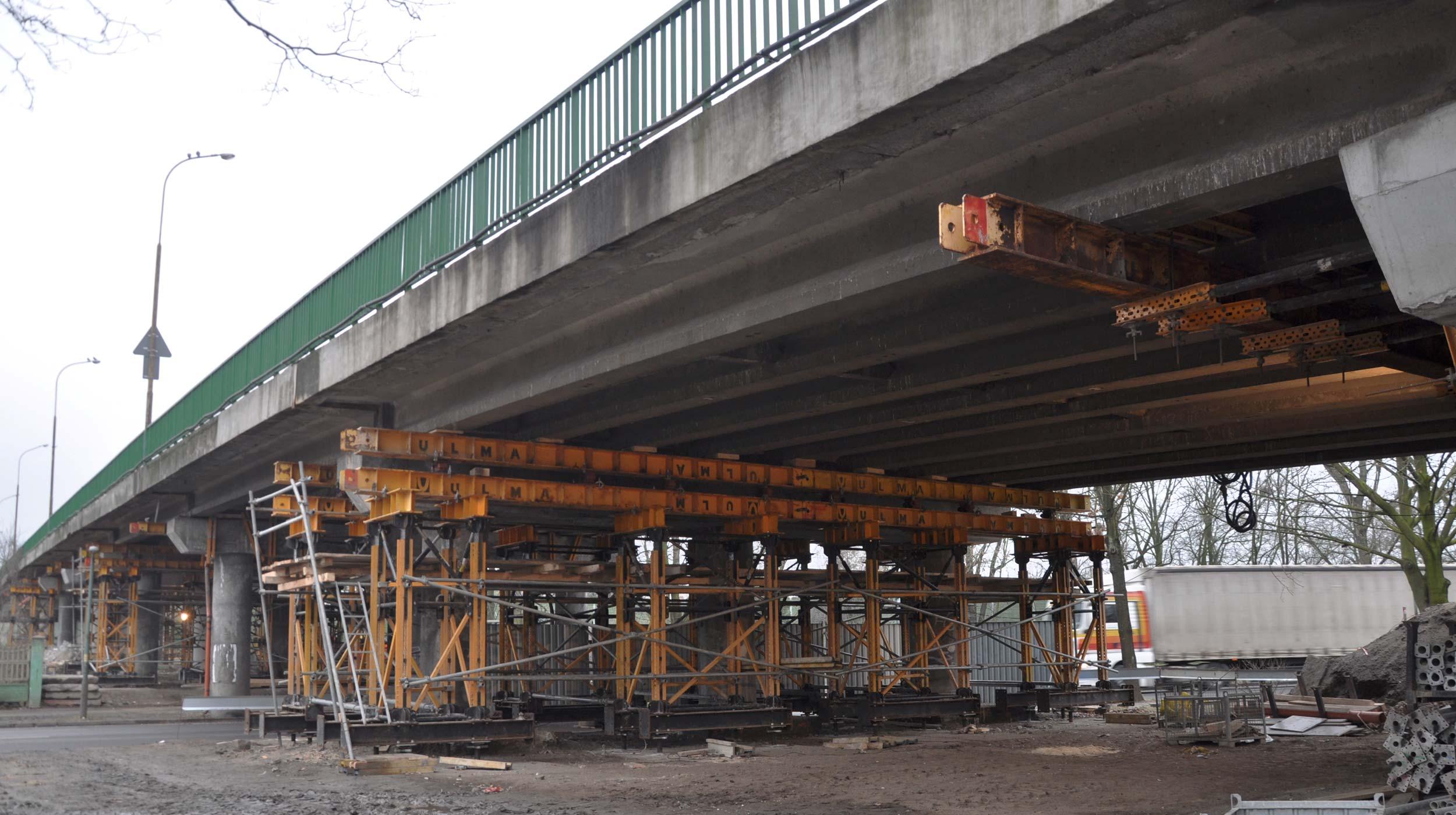 We wrześniu 2015 roku ruszyły prace remontowe estakady nad linią PKP w ciągu drogi krajowej nr 94. Wiadukt od lat znajdował się w złym stanie.