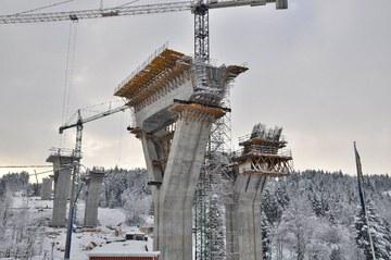 Intensywne prace budowlane na Zakopiance