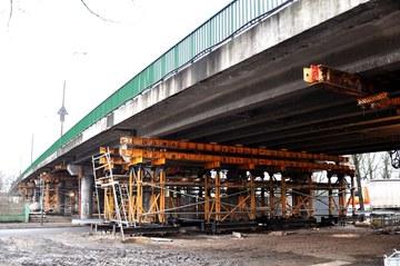 Remont estakady nad linią PKP i drogą miejską w Oławie