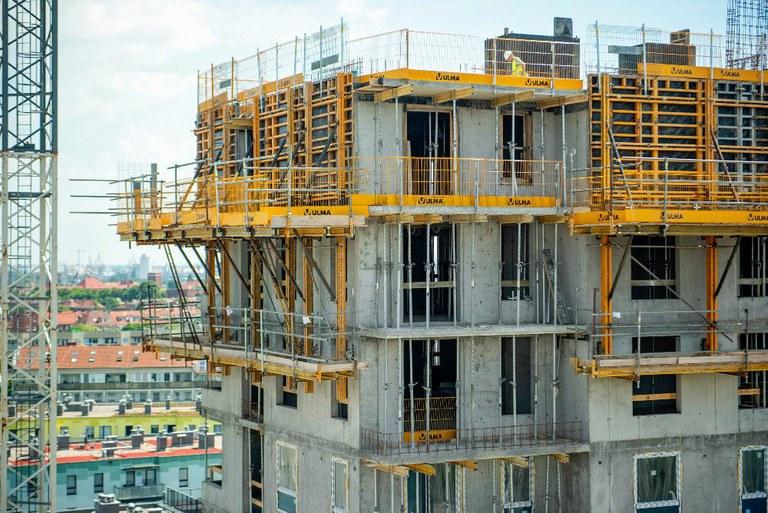 ULMA na budowie nowoczesnego kompleksu mieszkaniowego w Gdańsku