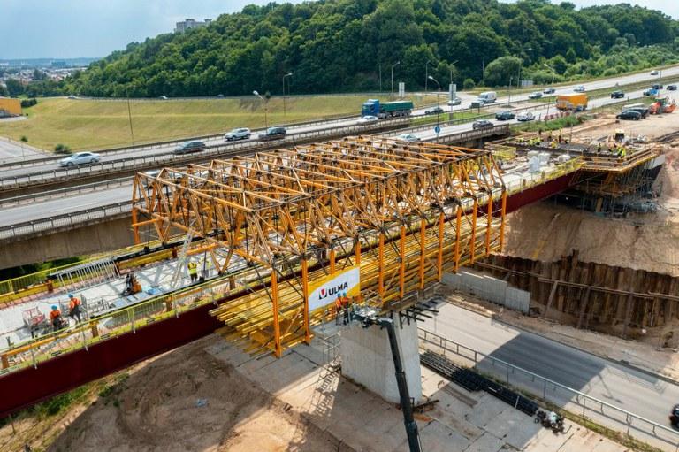Indywidualne rozwiązania szalunkowe na budowie mostu w Kownie
