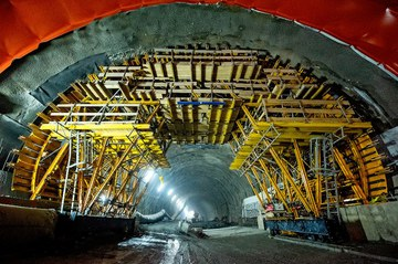 Wózek MK na budowie najdłuższego tunelu drogowego w Polsce